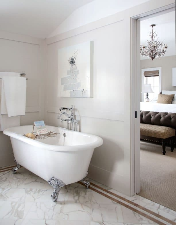 traditional bathroom with Benjamin Moore classic gray 1548 warm gray wall paint color