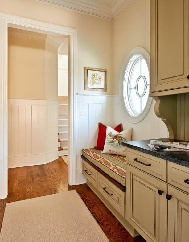 traditional kitchen entry with Sherwin Williams Antique White 6119 wall paint color