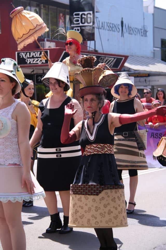 The Lampshade Ladies (@Viva la Gong 2011)