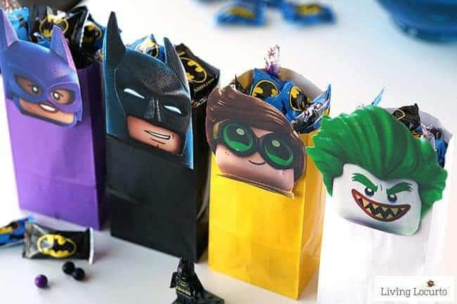The LEGO Batman Movie Party Treat Bags to celebrate the movie! Free Printable LEGO Minifigures for DIY Birthday Party Favor Bags. Cute gift idea for kids.