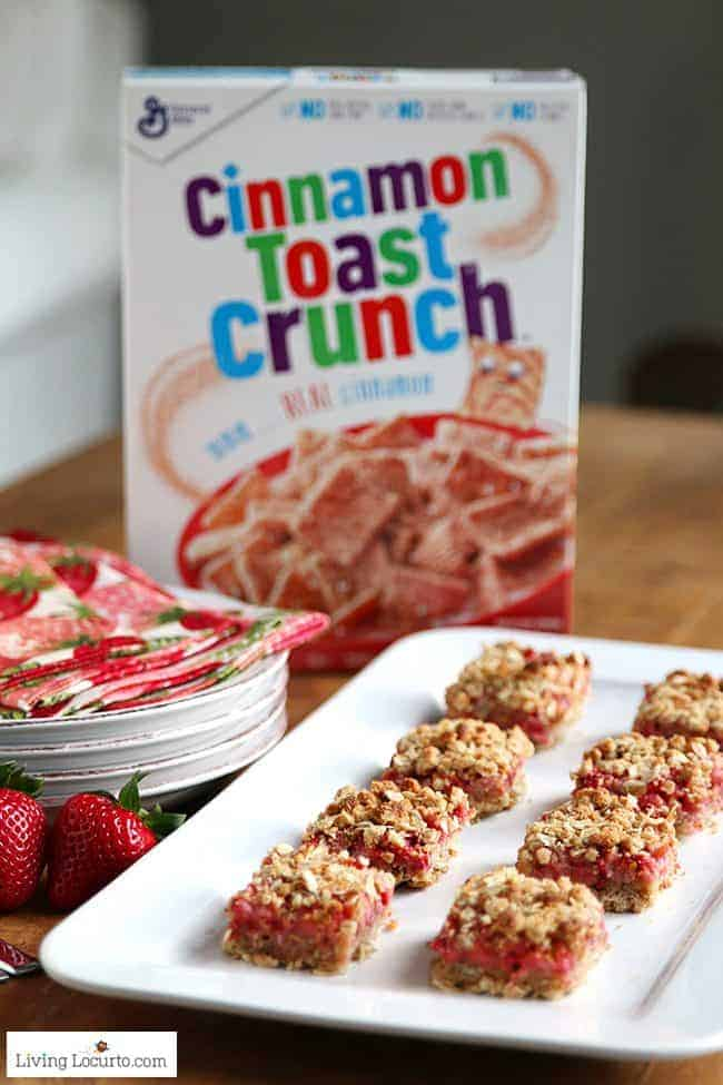 Strawberry Cashew Oatmeal Bars with Cinnamon Toast Crunch cereal. Easy homemade breakfast bar recipe with whole grain.