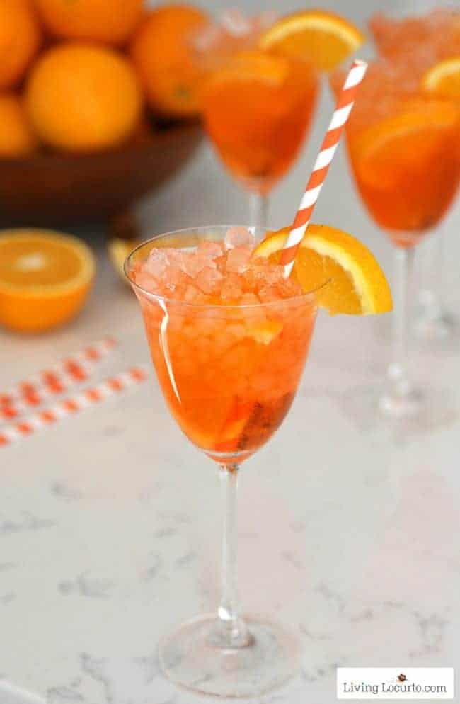 Aperol Spritz recipe is an easy skinny low calorie cocktail drink! A refreshing sparkling Italian orange soda cocktail.