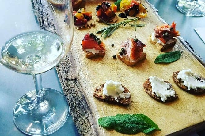 White wine and tapas ready to try on a wine and food tour f healdsburg.