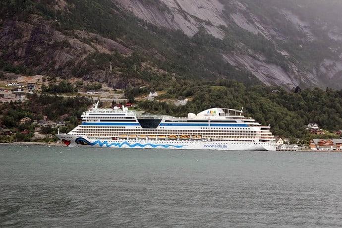 AidaSol im Fjord von Norwegen