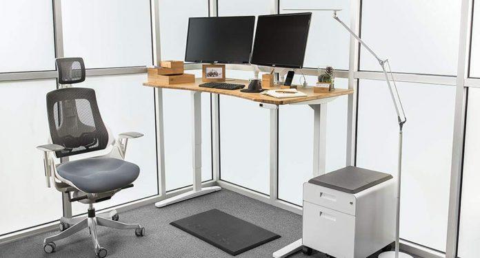 UPLIFT V2 Bamboo Standing Desk 2 - BillLentis.com