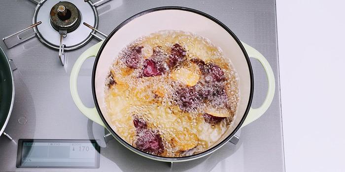 Deep-frying Japanese sweet potatoes to make daigaku imo.
