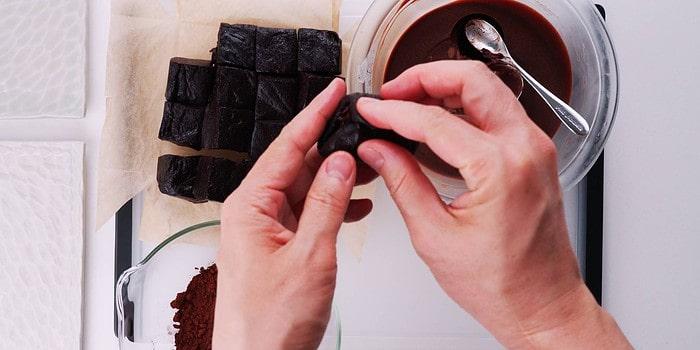 Stuffing chocolate mochi with ganache.