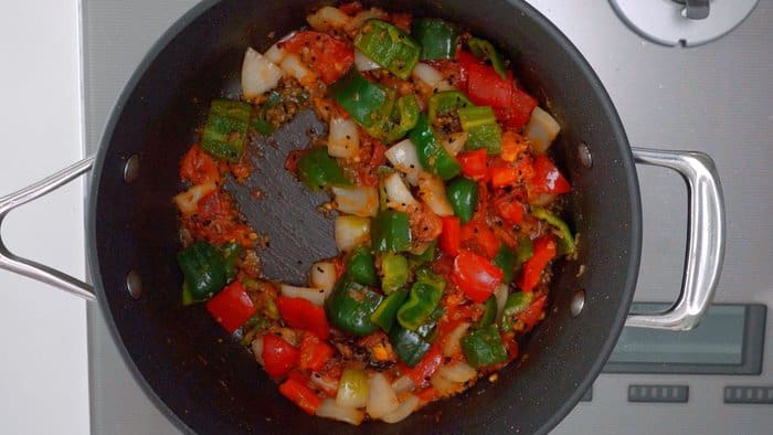 Stir-fried peppers, onions and tomatoes for Chicken Jalfrezi.