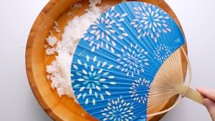 Using a fan to rapidly cool sushi rice.