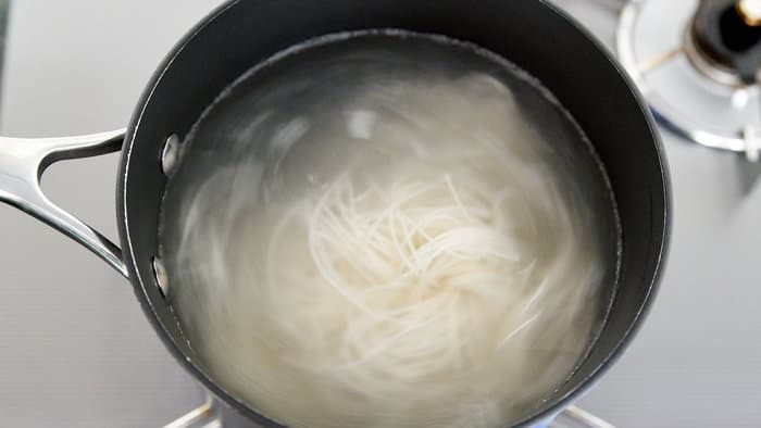 Boiling somen noodles usually takes less than 2 minutes.