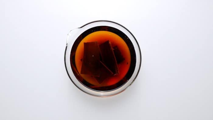 Making plant-based dashi using konbu (kelp).