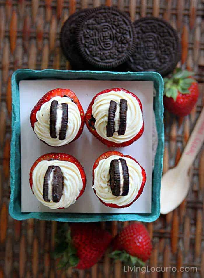 OREO Cheesecake Stuffed Strawberries. Easy no-bake party dessert recipe. LivingLocurto.com