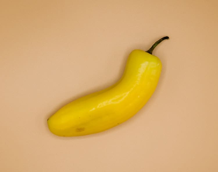 when to pick banana peppers