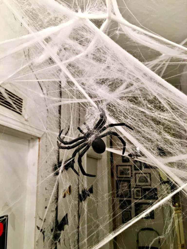 haunted-halloween-hallway-5