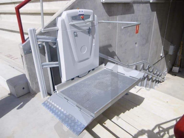 Plataforma salvaescaleras instalacion