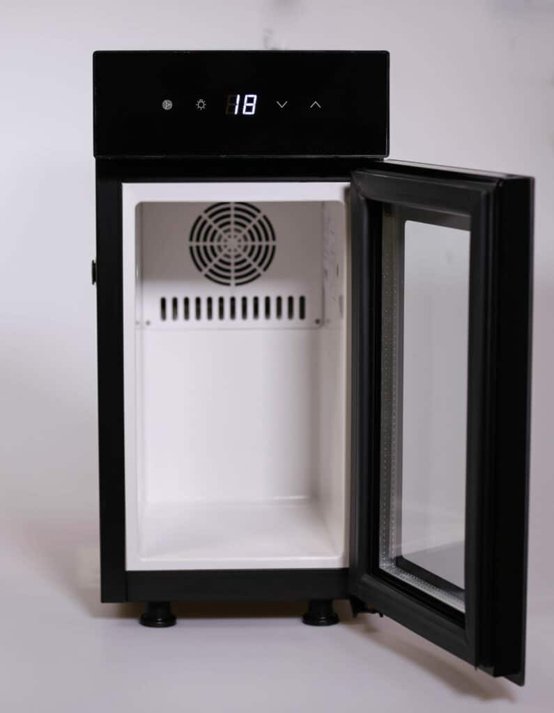 milchkühlschrank geöffnet