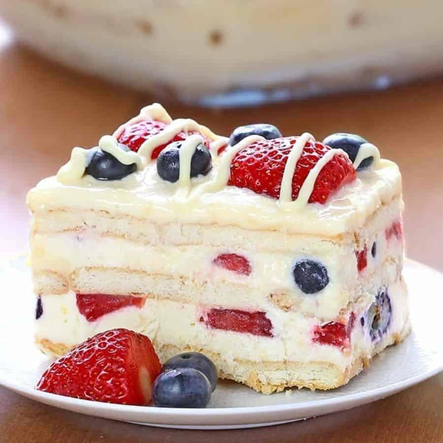Dessert 4th fo July Recipes. No bake berry cake american flag