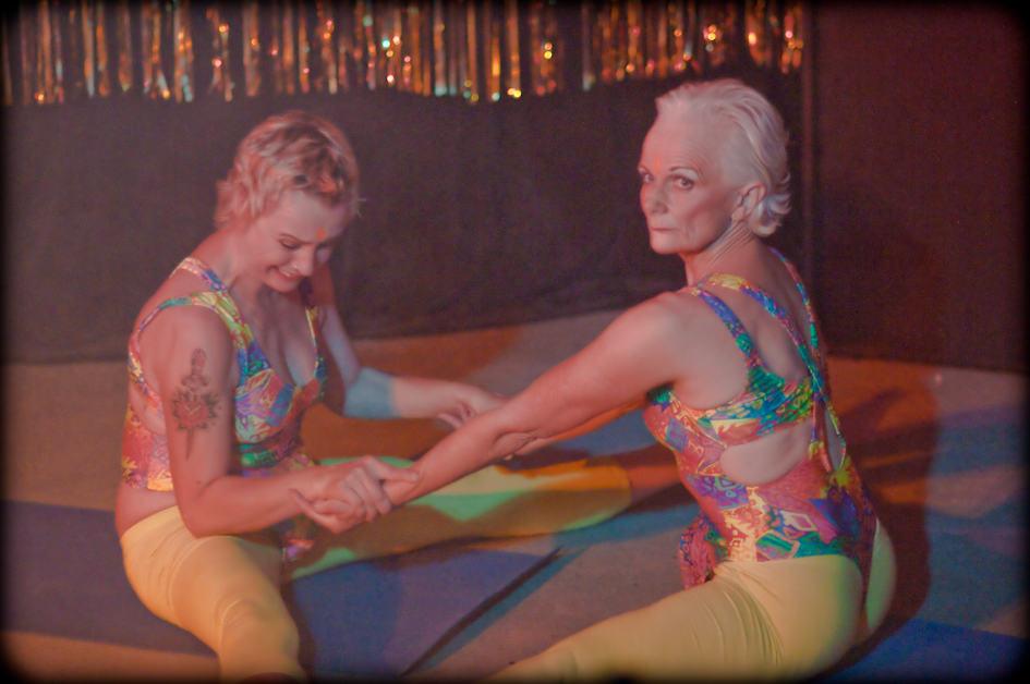 Smokin' Yoga at WOW's 10 year anniversary show (photo © Gaétane Claire)