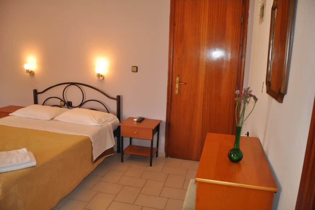 Budget Double Room – Interior View