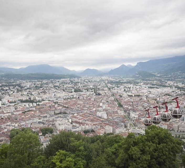 photo numérique nikon d700 vue à travers le téléphérique de la Bastille sur Grenoble - 2