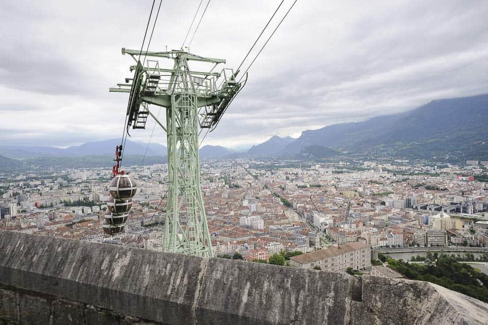 photo numérique nikon d700 vue à travers le téléphérique de la Bastille sur Grenoble - 1