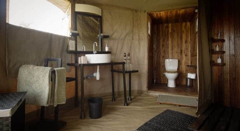 Namiri Plains bathroom