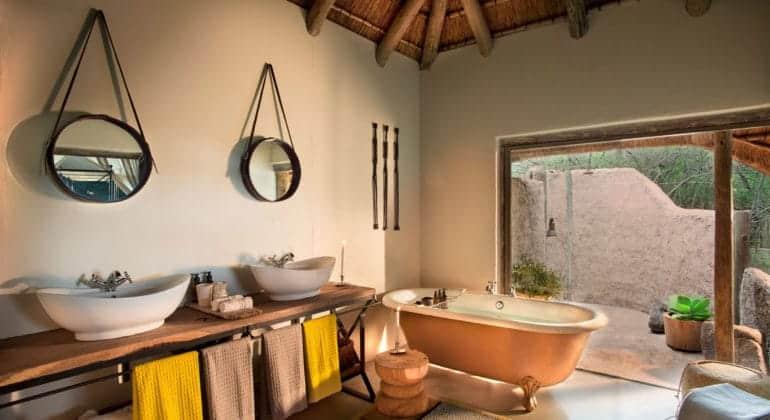 Tanda Tula Safari Camp Bathroom