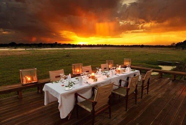 Zungulila Outdoor Dining