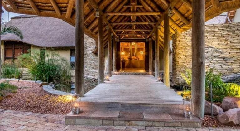 Makanyi Private Game Lodge Entrance