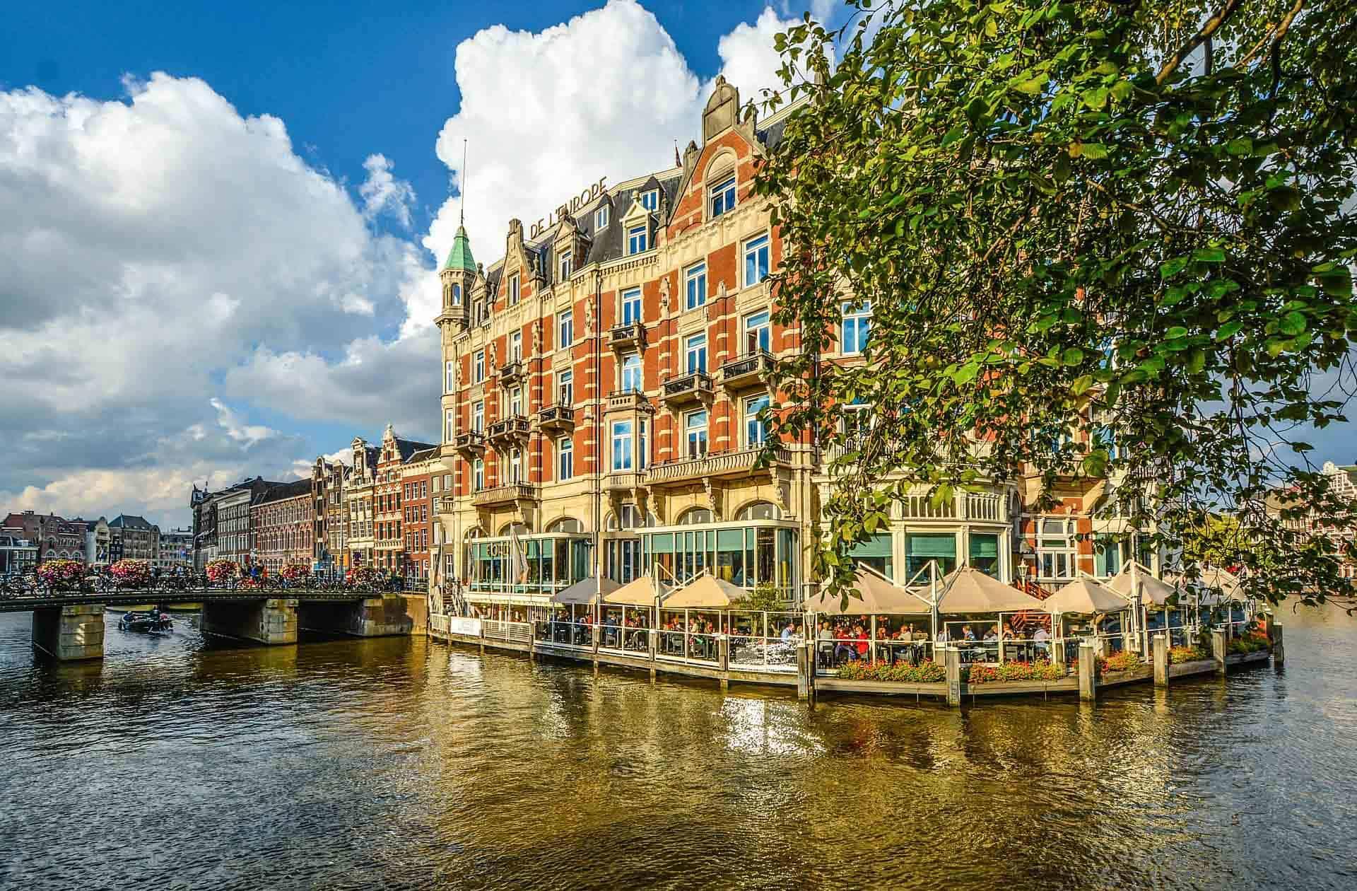 Description of a Dinner cruise Amsterdam