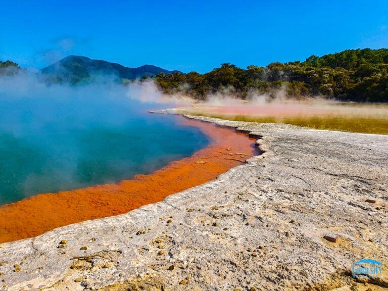 Champagne-Pool-Wai-O-Tapu-wai-o-tapu thermal wonderland