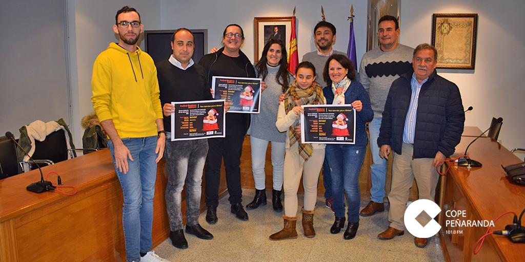 Los artistas participantes en el Festival navideño solidario «Una sonrisa para Ainhoa».