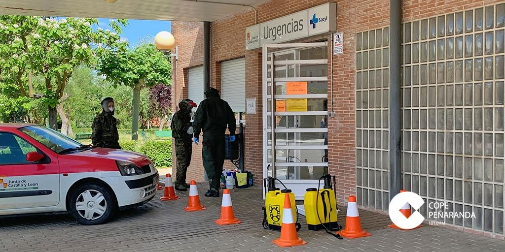 Militares desinfectan el Centro de Salud de Peñaranda
