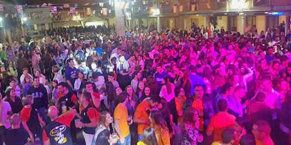 Una de las verbenas en las fiestas de Santiago de la Puebla