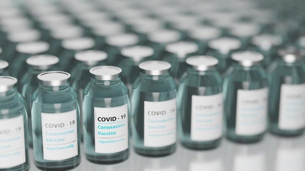 avc e vacinação para covid-19
