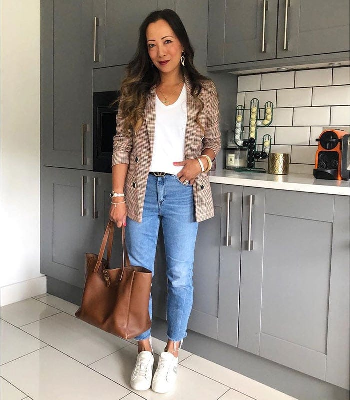 How to pair jeans with a jacket or cardigan – Take inspiration from all these fabulous women!