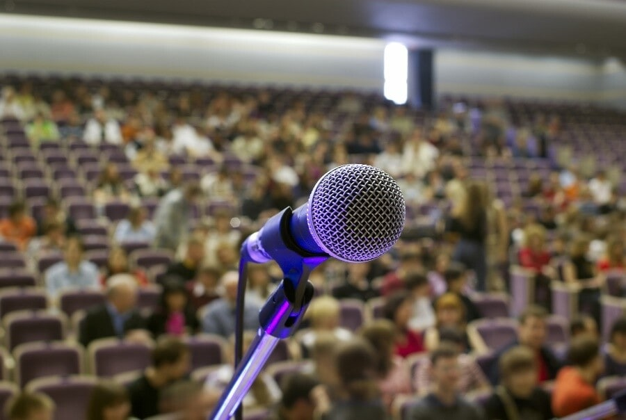 6 Tips to Make Effective Presenations, from Media Trainer Lisa Elia, of Expert Media Training, Los Angeles and worldwide