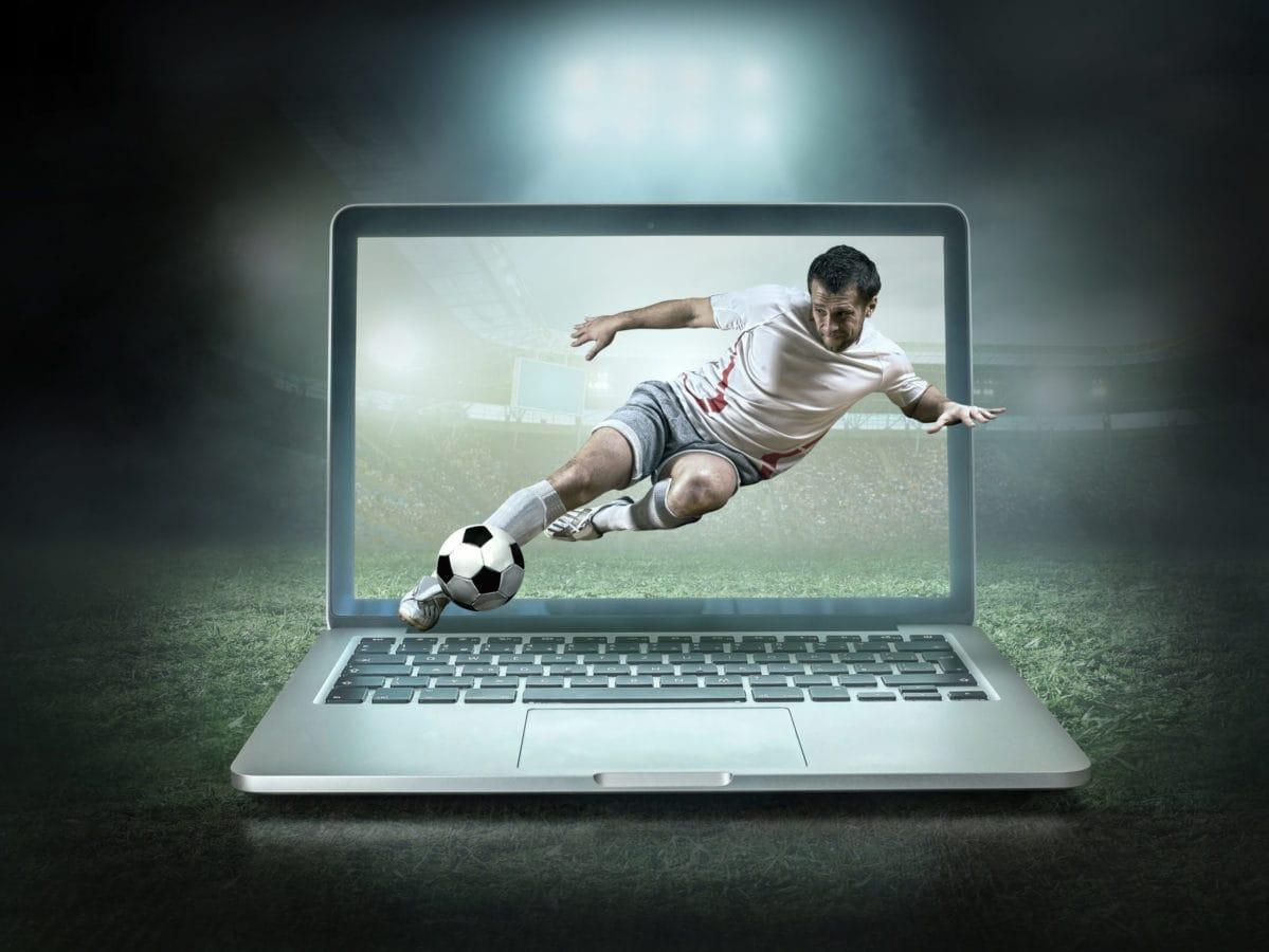 jogador-chutando-bola-saindo-do-computador-betssonfc