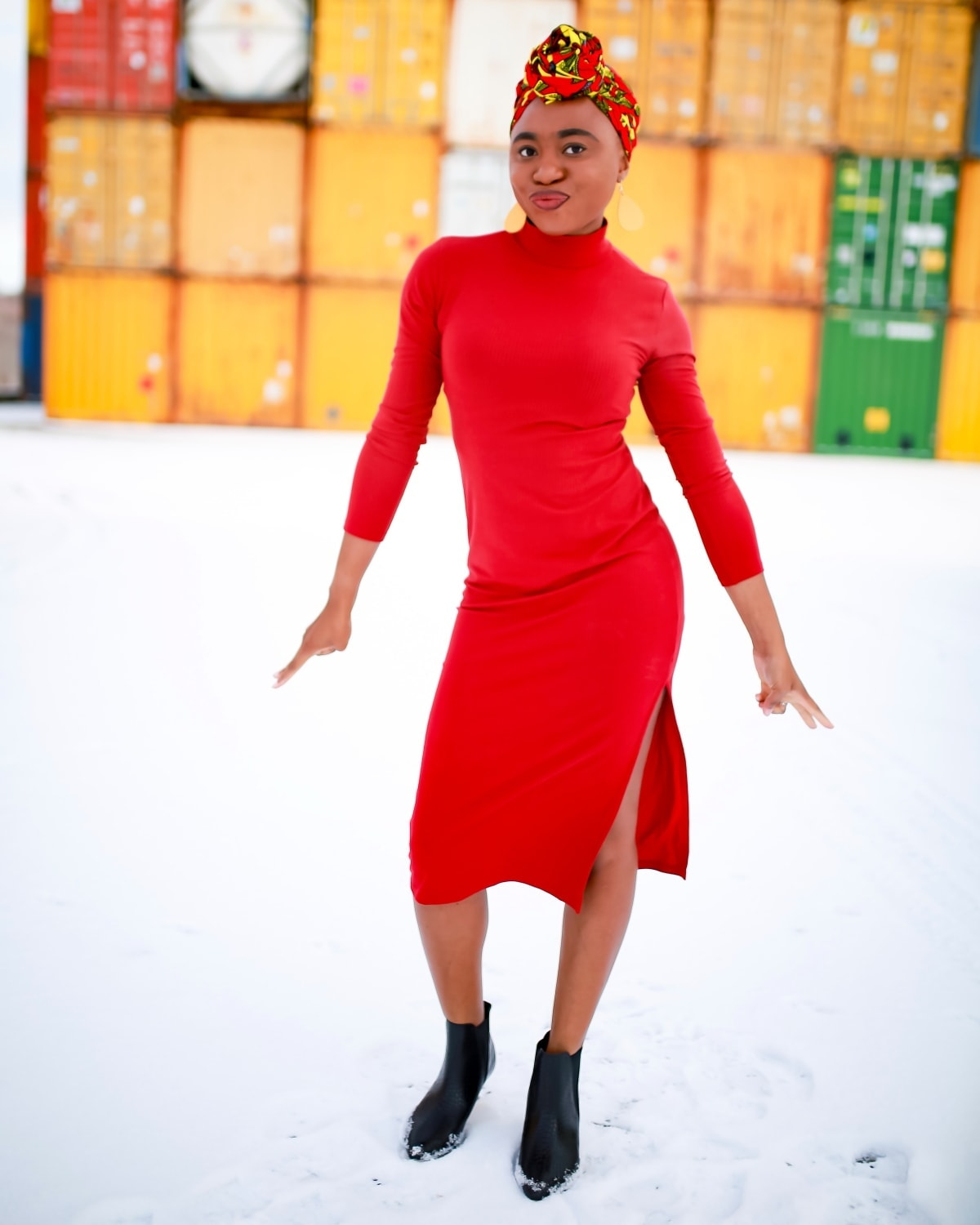 Not sure how to style a ribbed bodycon dress? Fashion blogger, Louisa shares a simple way to show off your curves comfortably without trying too hard. #amazon #amazonfashion #bodycondress