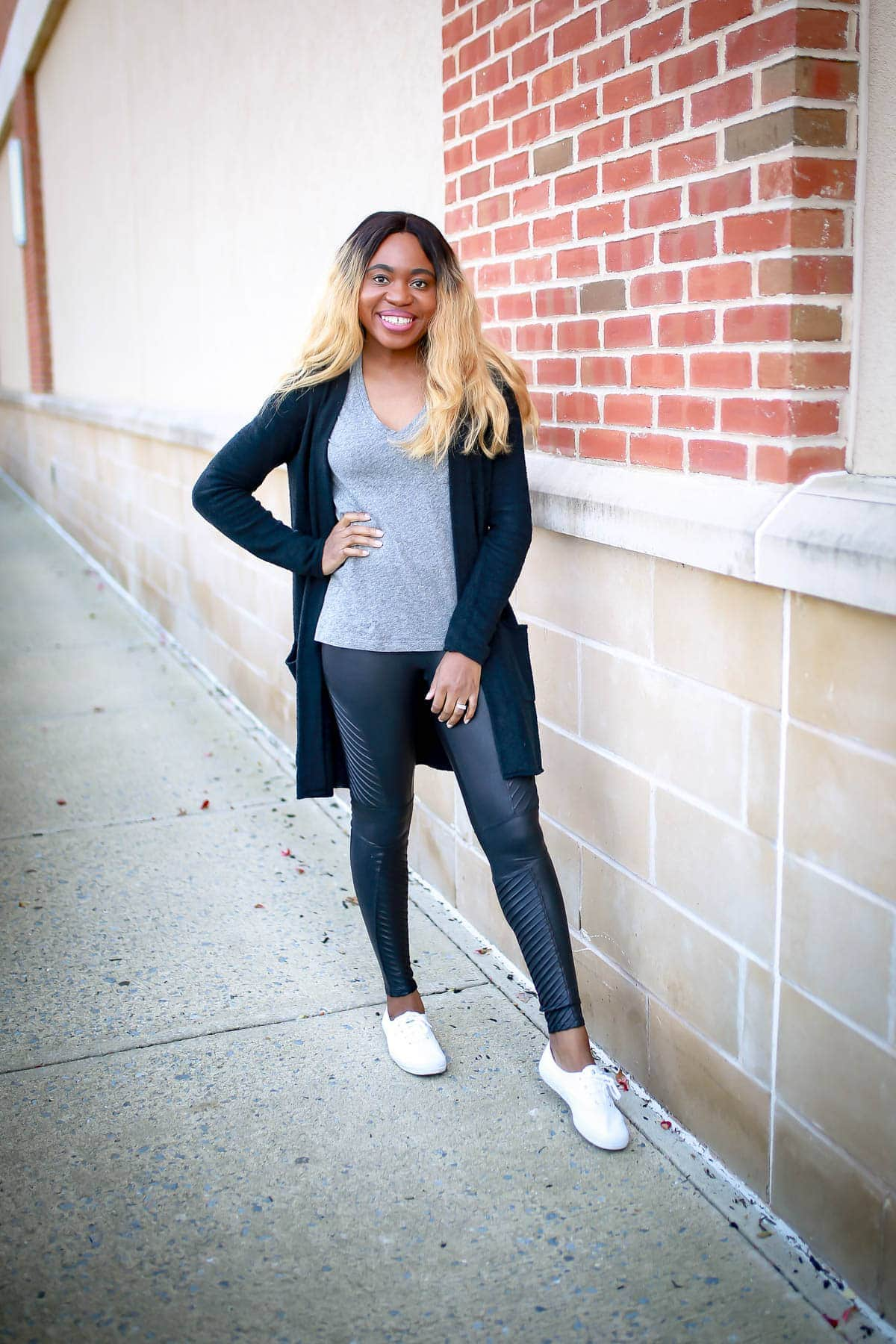 Spanx faux leather leggings review | Is this Spanx leggings worth the money? I bought this Moto leggings and share my thoughts in this review. Keep reading to get the scoop on if this leggings is worth the hype or a waste of money.