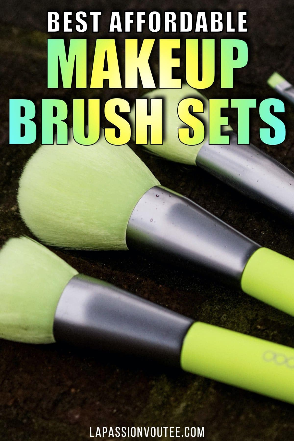 The makeup brushes you use for your foundation and powder application affect the final result of your look. Finding the best makeup should not be so difficult. These are the best makeup brush sets on Amazon guaranteed to give you a flawless look for less.
