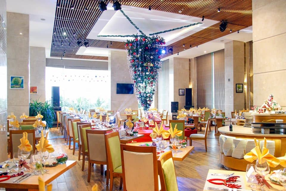 TOP HOTELS WITH THE MOST BEAUTIFUL CHRISTMAS DECORATIONS IN DA NANG