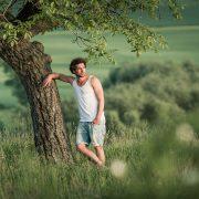 sommerliches Portrait im Grünen