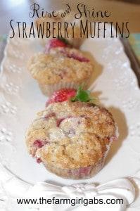 Rise and Shine Strawberry Muffins / www.thefarmgirlgabs.com