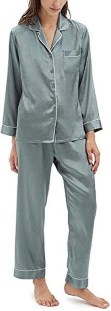 Gift ideas for women - luxurious pajamas | 40plusstyle.com