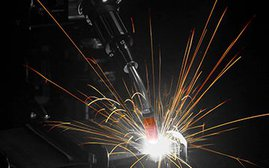Robotic MIG welding gun with AccuLock R consumables in action