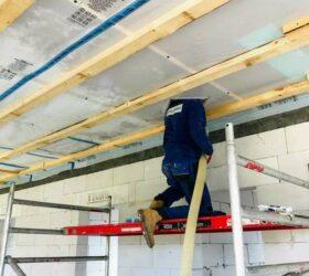 Fúkanie izolácie stropu zospodu
