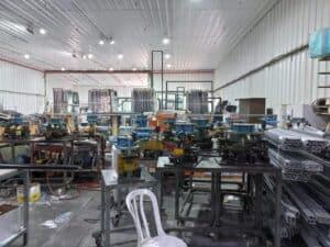 работники на производство алюминиевых окон и дверей