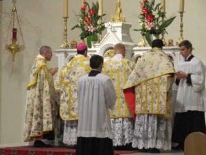 Fiducia Tantum - Pontificale di Mons. de Gallareta a Saint Joseph des Carmes