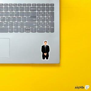 استیکر لپ تاپ جردن بلفورت روی لپتاپ